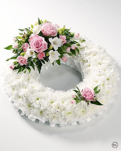 Classic-Pink-Rose-and-Chrysanthemum-Wreath