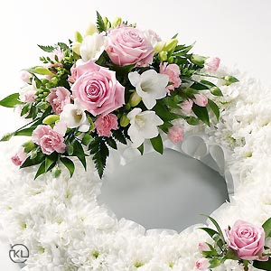 Classic-Pink-Rose-and-Chrysanthemum-Wreath300x300